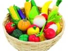 Fa játék gyümölcsök és zöldségek fonott kosárban